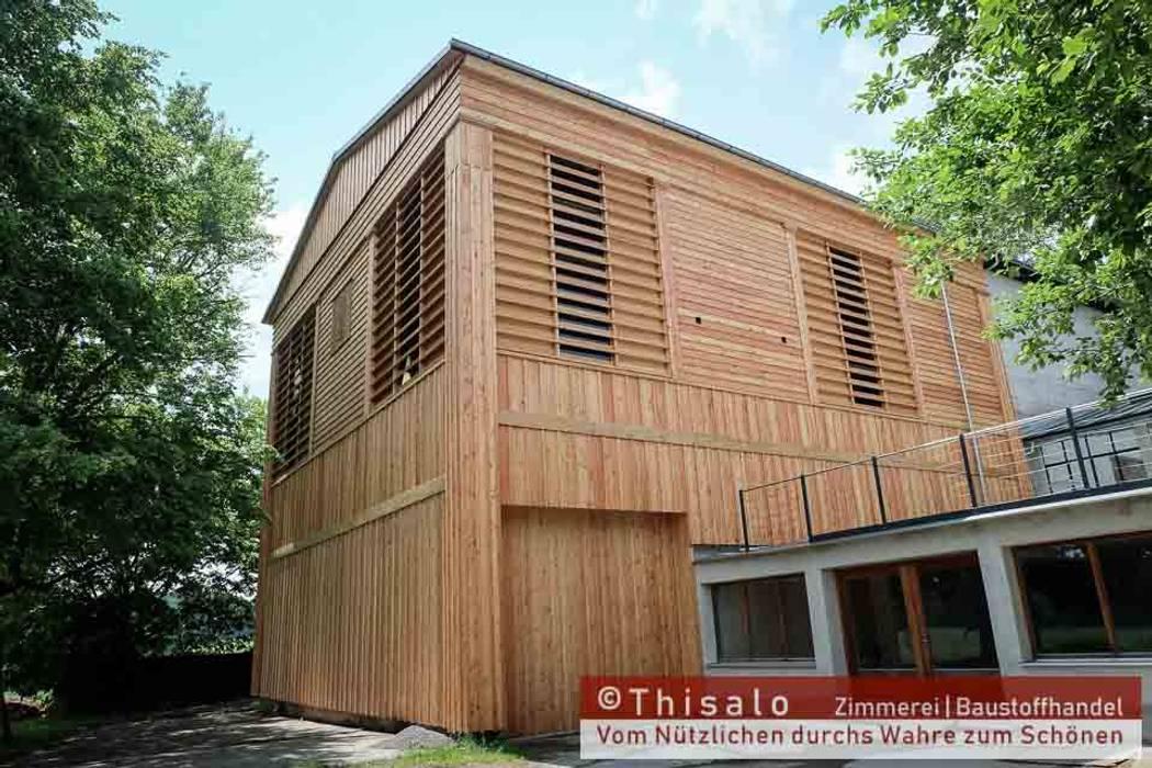 Antike Fassade für ein Heubergelager Klassische Bürogebäude von Thisalo GmbH Klassisch