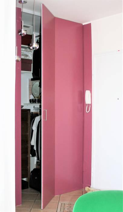 Particolare cabina armadio: Ingresso & Corridoio in stile  di HBstudio