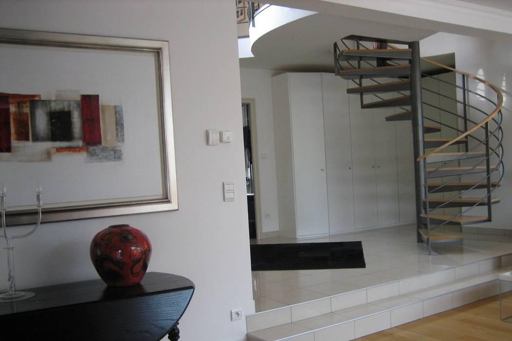 Décoration complète d'une maison contemporaine Saint Prix 95390 par h(O)me attitudes by Sylvie Grimal