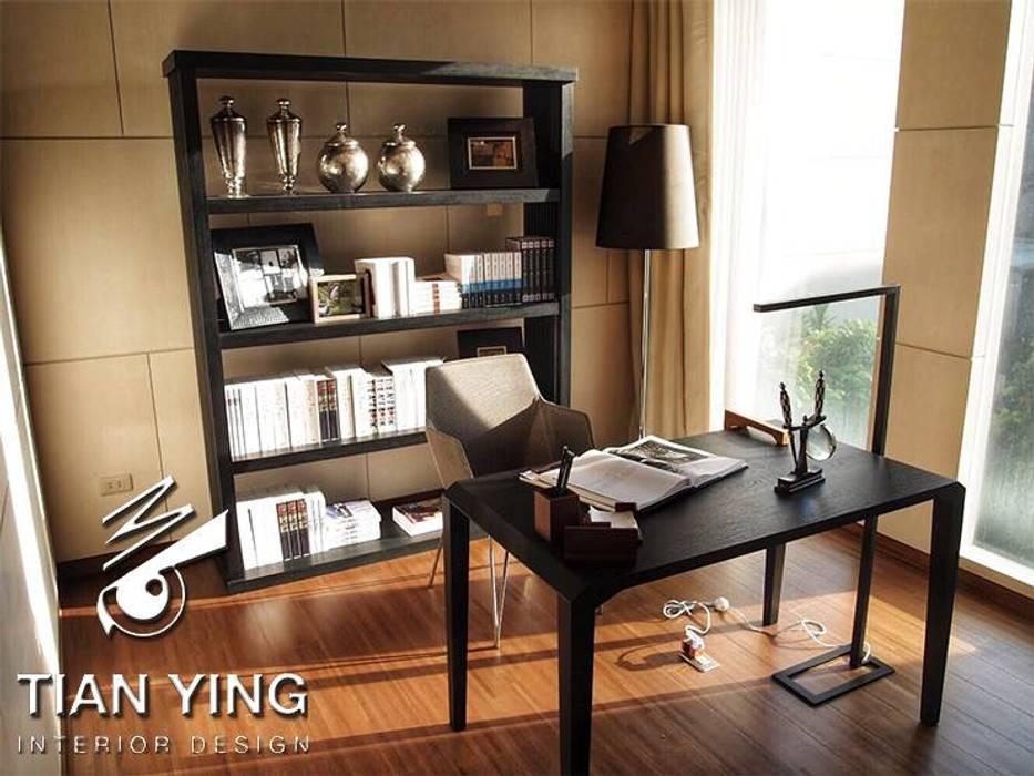 住宅空間設計-公共領域/書房:  書房/辦公室 by 天英設計工程