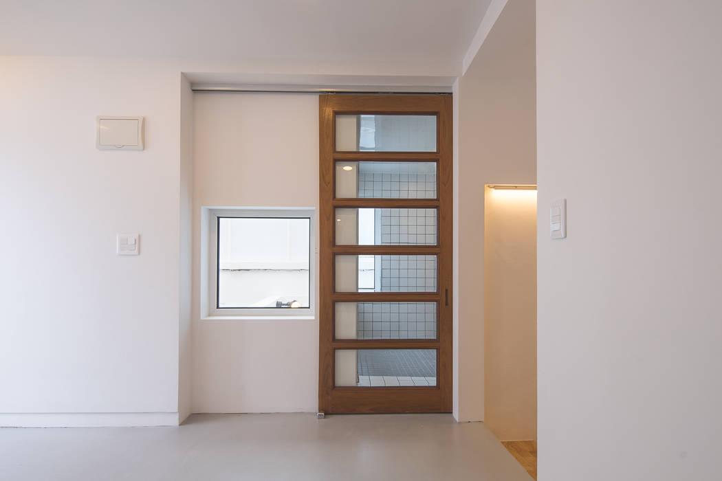 Puertas modernas de AAPA건축사사무소 Moderno