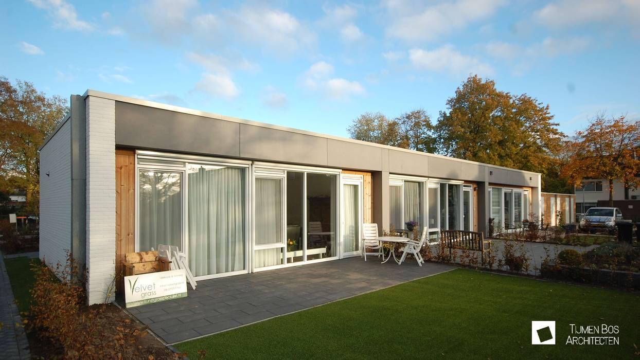 Bungalows de estilo  por Tijmen Bos Architecten