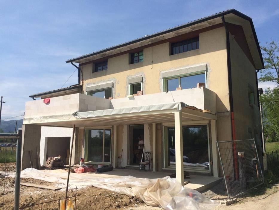 Work in progress: Casa unifamiliare in stile  di studio arch sara baggio