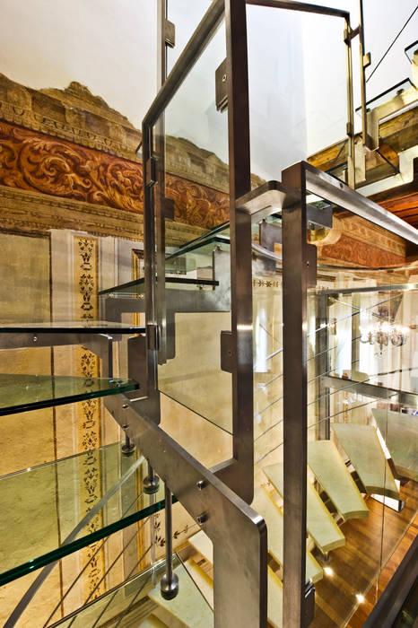 Scala in Vetro - Dettaglio: Scale in stile  di Studio Merlini Architectural Concept