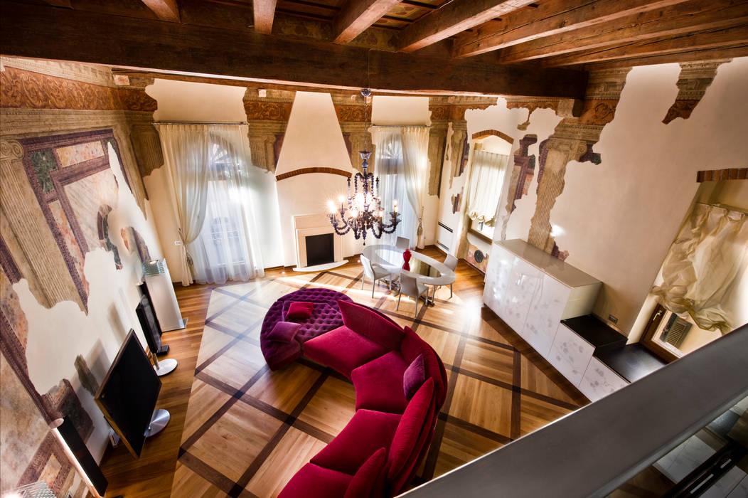 Soggiorno/Cucina: Soggiorno in stile  di Studio Merlini Architectural Concept