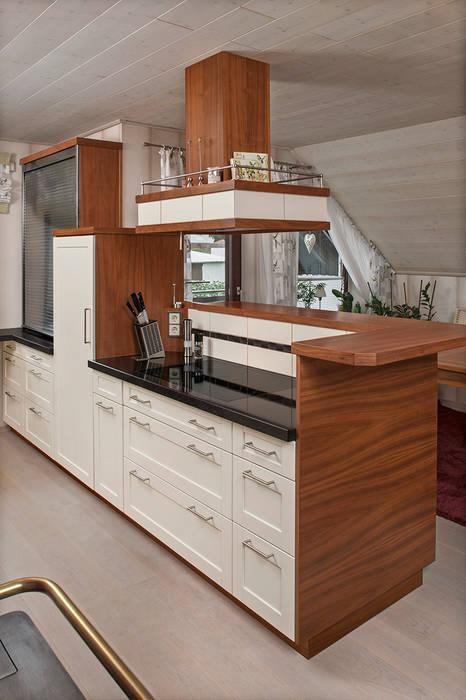 Bau- und Möbelschreinerei Mihm GmbH & Co. KG Вбудовані кухні Дерево