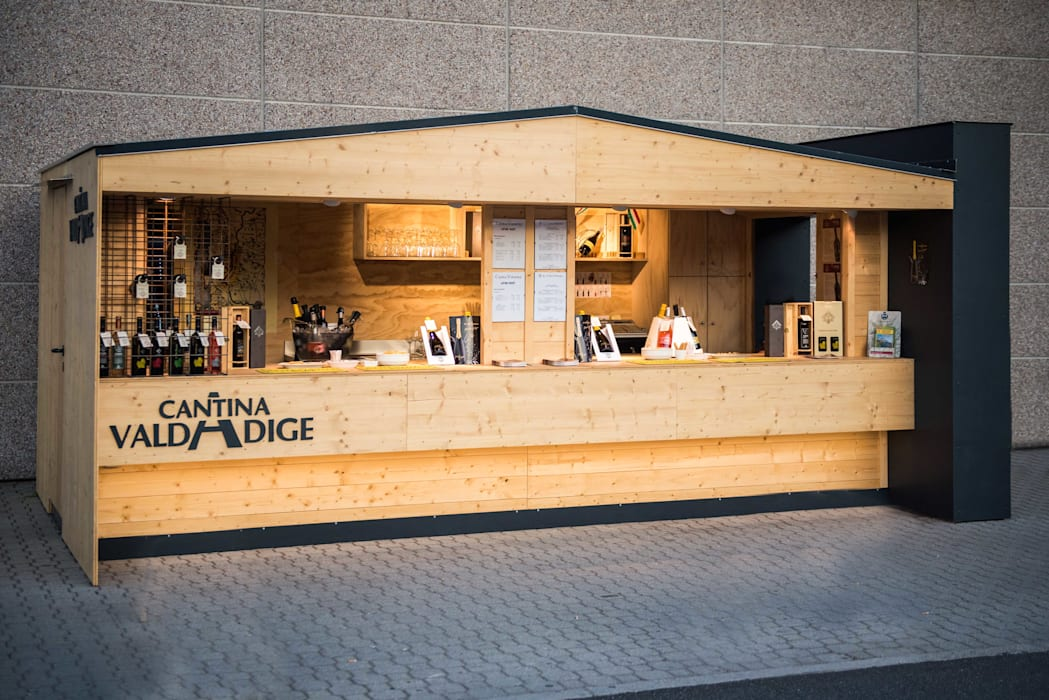 Vista di insieme Stand Valdadige: Negozi & Locali commerciali in stile  di PADIGLIONE B