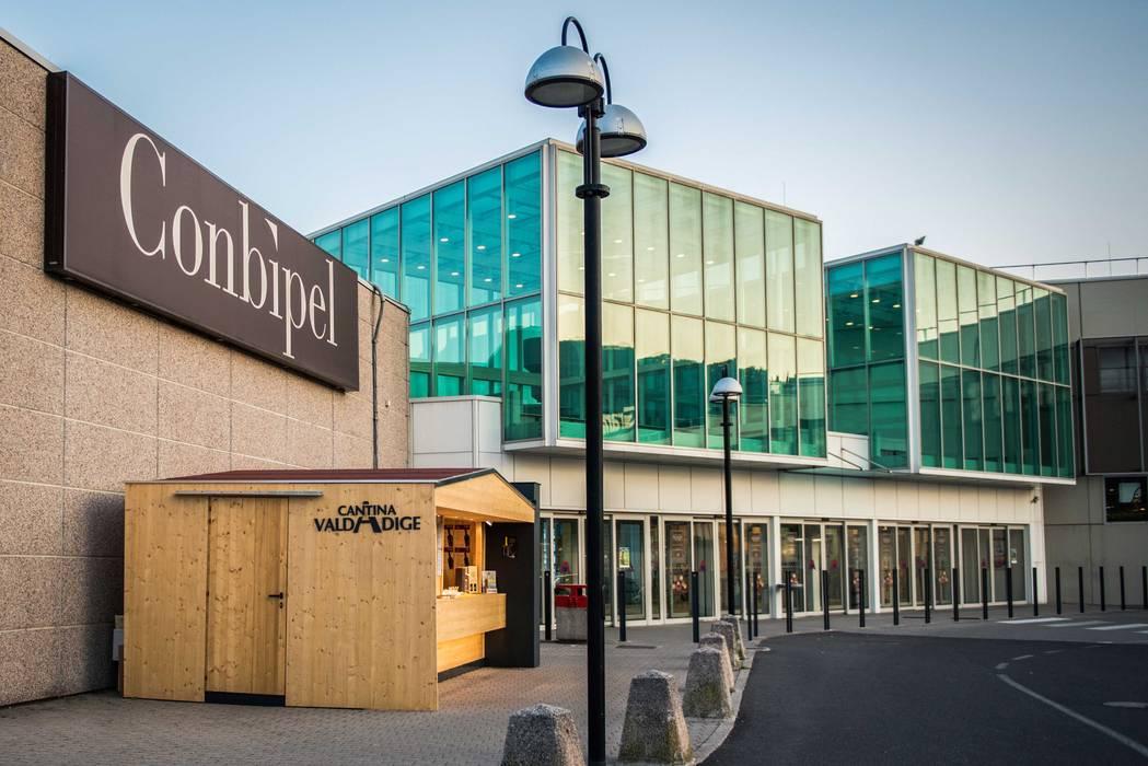 CENTRO COMMERCIALE GRAND AFFI: Centri commerciali in stile  di PADIGLIONE B