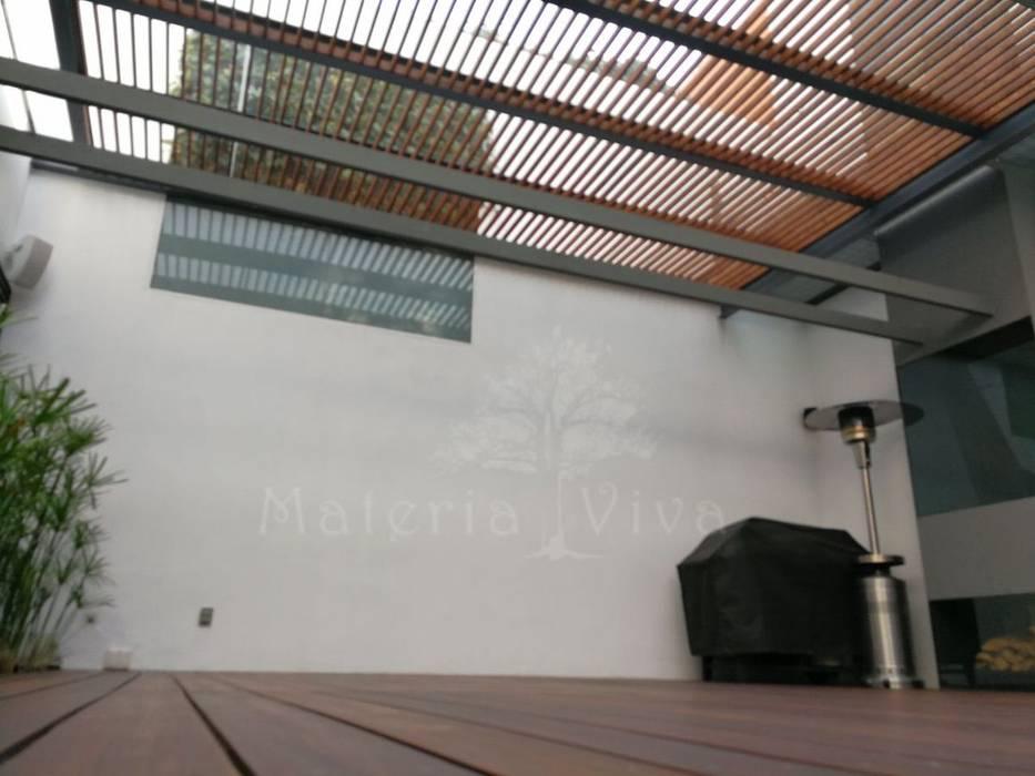 Pérgola híbrida y terraza moderna Materia Viva S.A. de C.V. Techos