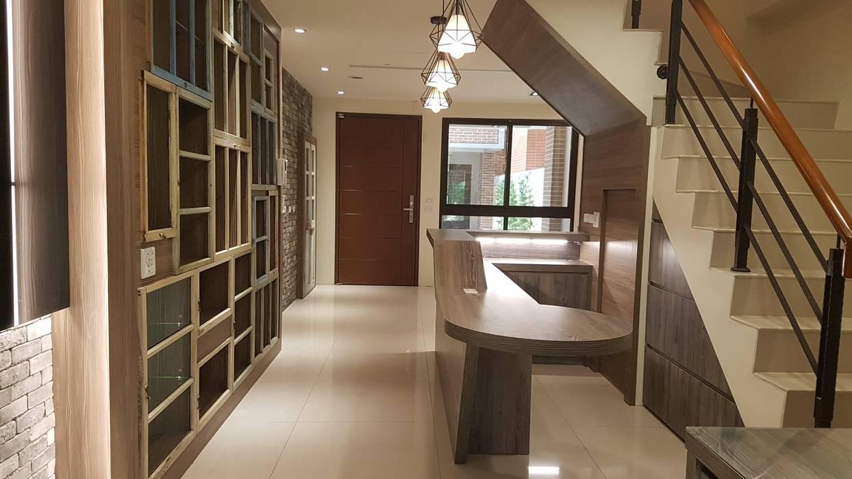 彰化鹿港-私人會館 現代風玄關、走廊與階梯 根據 懷謙建設有限公司 現代風