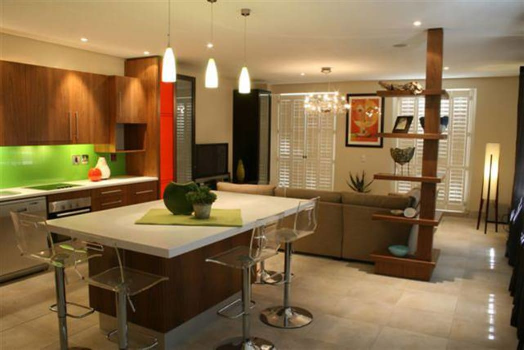 Kitchen renovation:  Built-in kitchens by PurespaceDesign