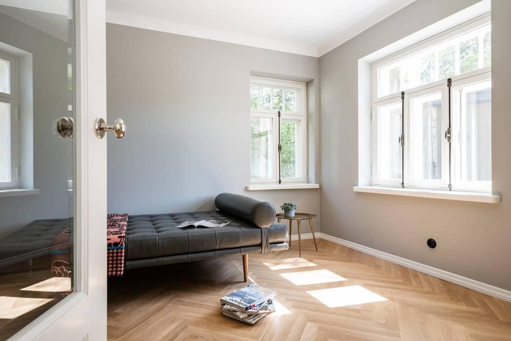 Heller Wohnraum skandinavisch:  Wohnzimmer von Baltic Design Shop