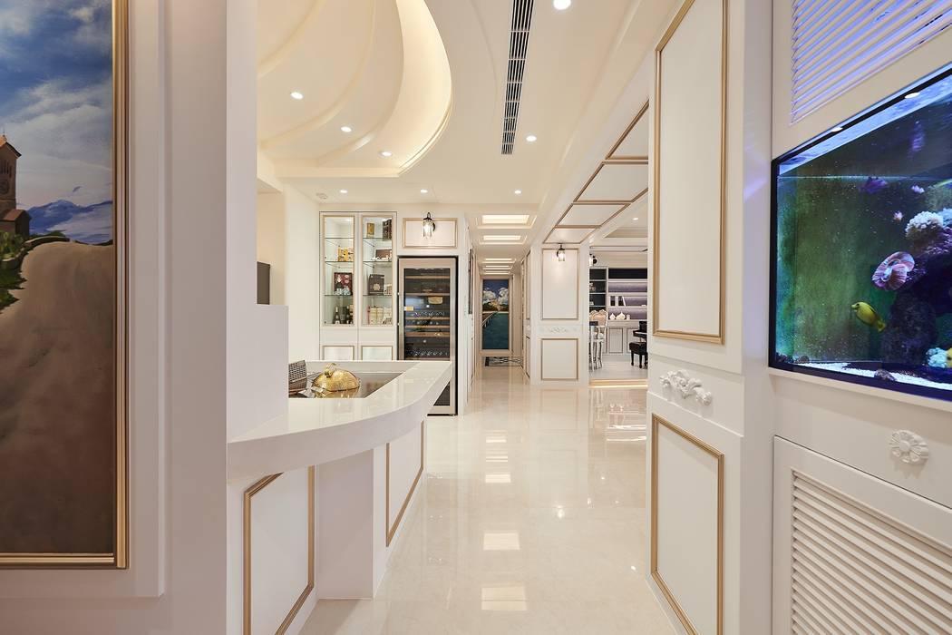 夢想的開端 暢遊在藍海中:  走廊 & 玄關 by 趙玲室內設計