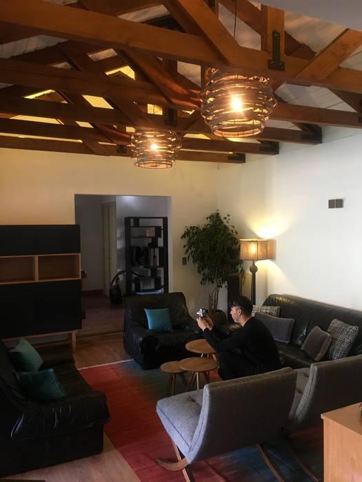 Living Familiar Livings de estilo rústico de Kaa Interior | Arquitectura de Interior | Santiago Rústico