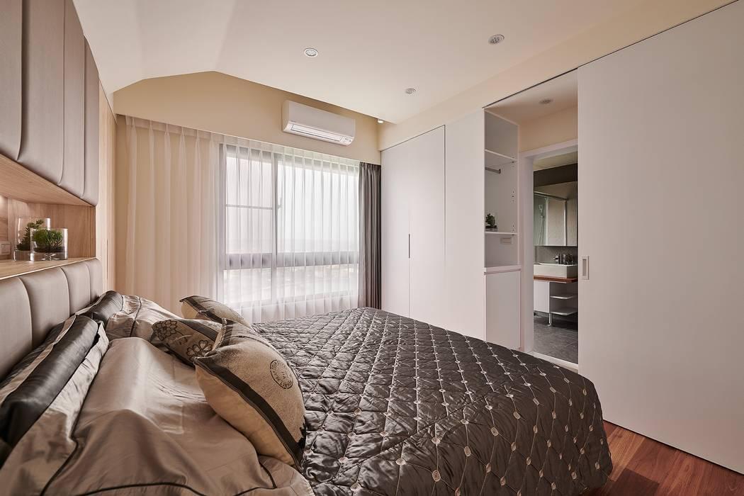 主臥衛浴隱藏門設計 化解風水禁忌 Modern Bedroom by 趙玲室內設計 Modern