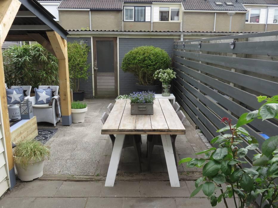 Designer Maakt Van Afval Een Hippe Tuin Moderne tuinen van Whitehouse decorations Modern