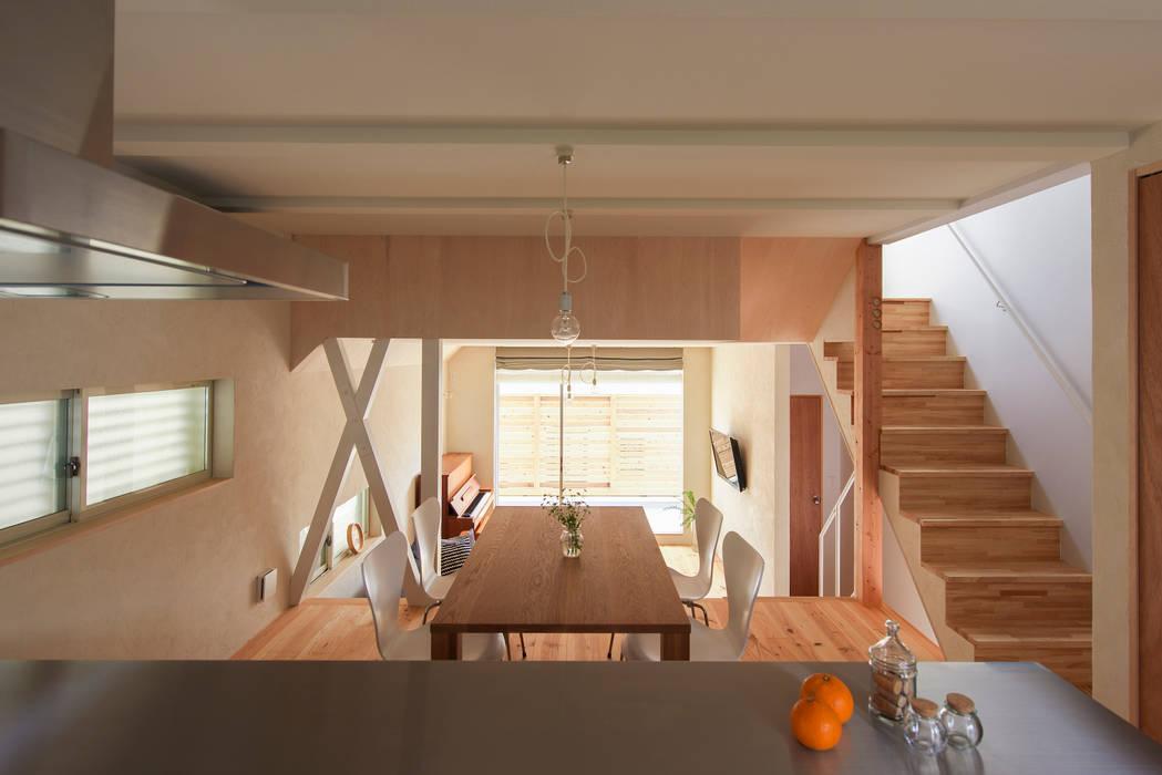 LDK スキップフロア モダンデザインの リビング の 一級建築士事務所 Coo Planning モダン 合板(ベニヤ板)