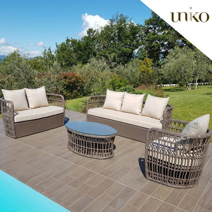 Salotto di design per arredo piscina e giardino: Piscine in stile  di Uniko