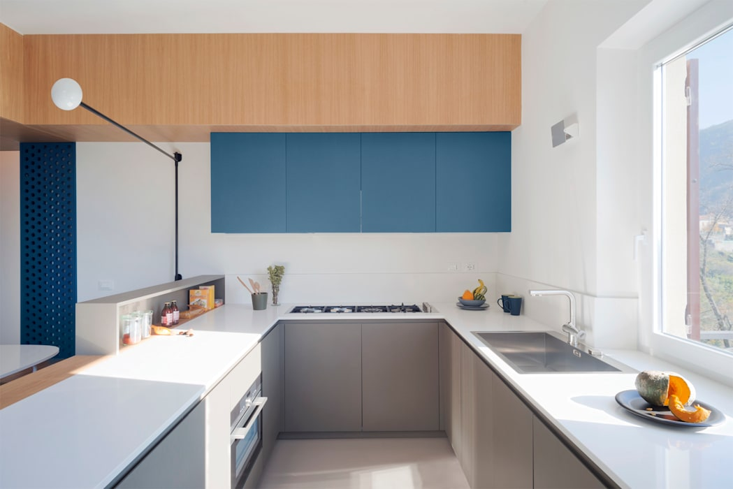 la cucina: Cucinino in stile  di gosplan architects