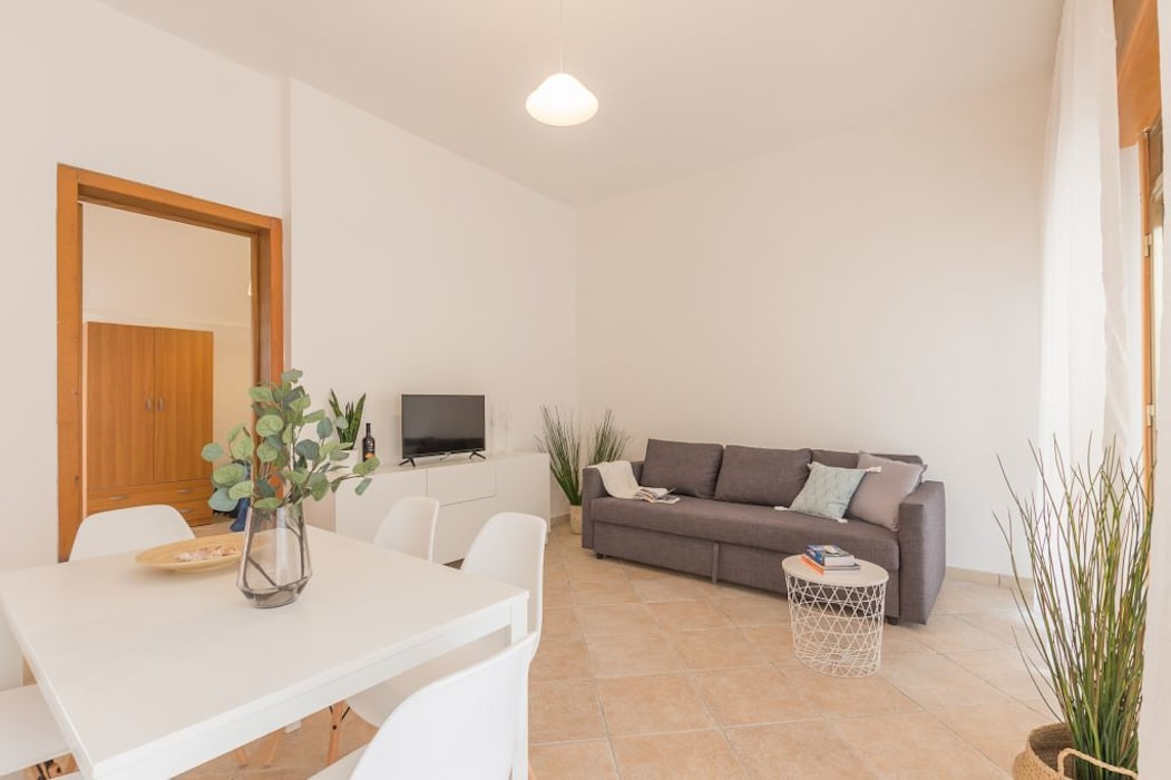 Villetta Mimosa: Sala da pranzo in stile in stile Mediterraneo di Anna Leone Architetto Home Stager