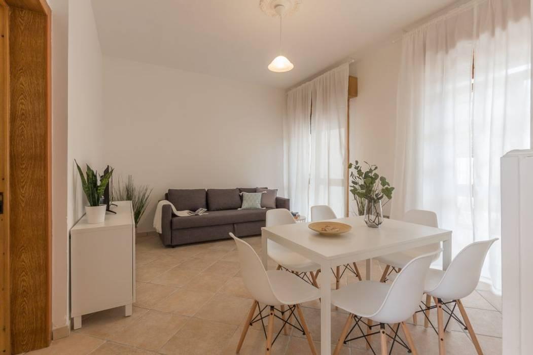 Villetta Mimosa: Sala da pranzo in stile  di Anna Leone Architetto Home Stager