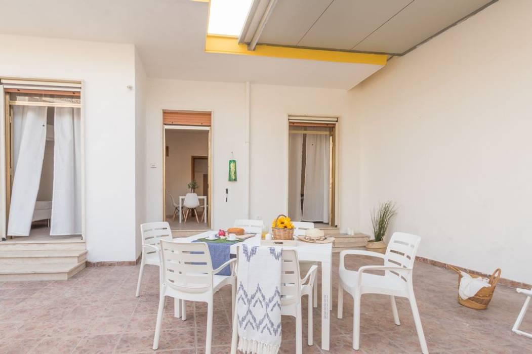 Villetta Mimosa: Giardino in stile in stile Minimalista di Anna Leone Architetto Home Stager