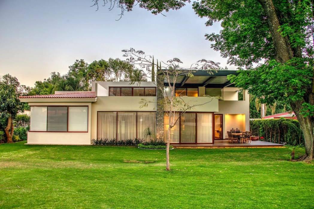 Jardin avant de style  par Stuen Arquitectos