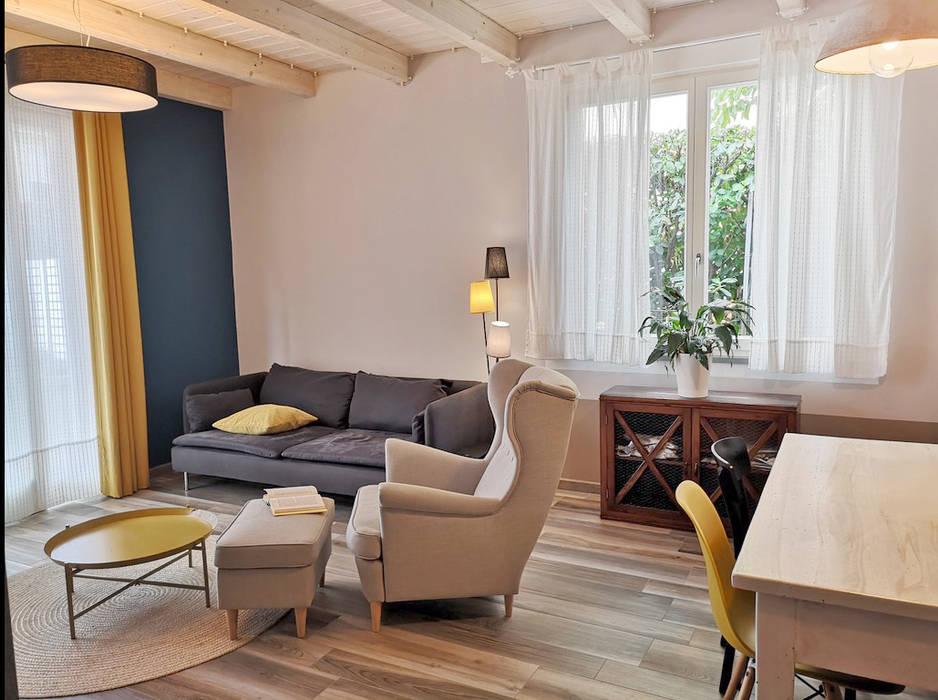 """la zona """"confort"""": Soggiorno in stile in stile Scandinavo di Rifò"""