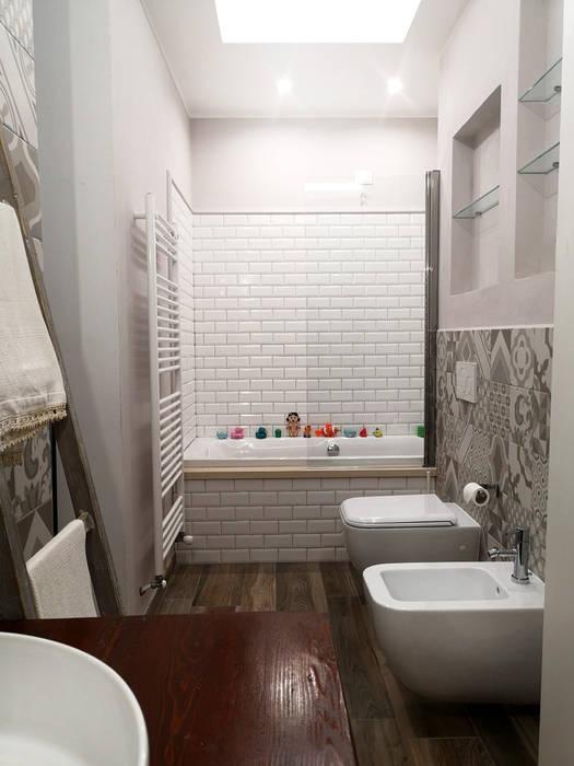 Bagno per la famiglia: Bagno in stile in stile Moderno di Rifò