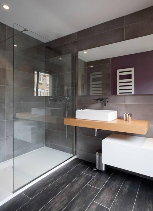 salle de bain dans une maison bois: Lieux d'événements de style  par C-tempo SAS