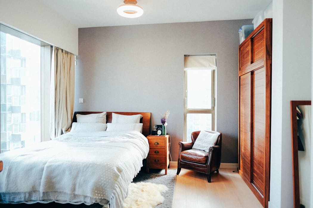 bedroom :  Bedroom by The Realizes Co