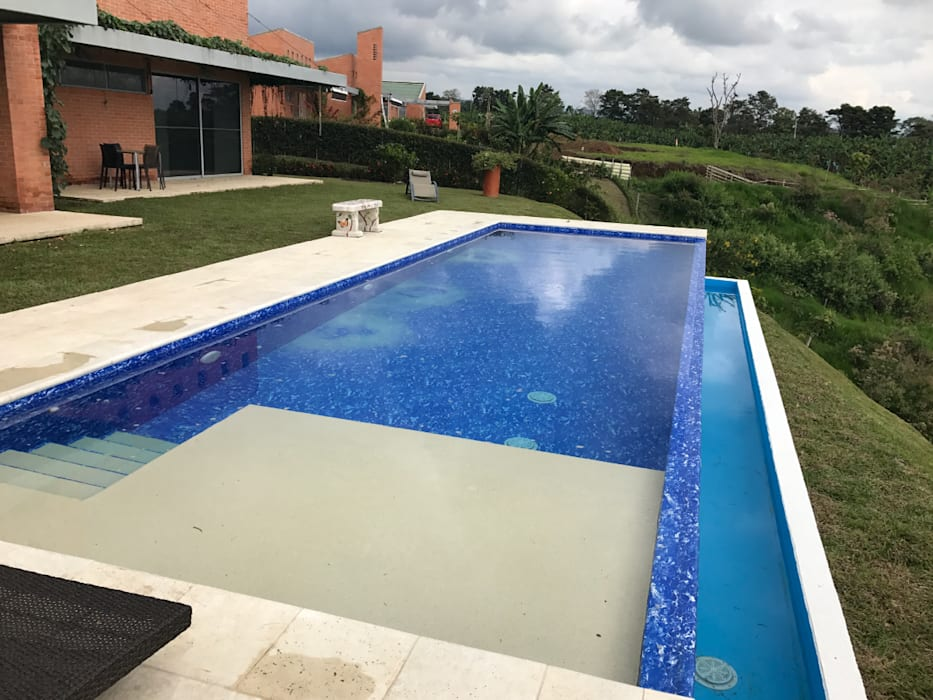 Infinity pool by Premier Pools S.A.S.