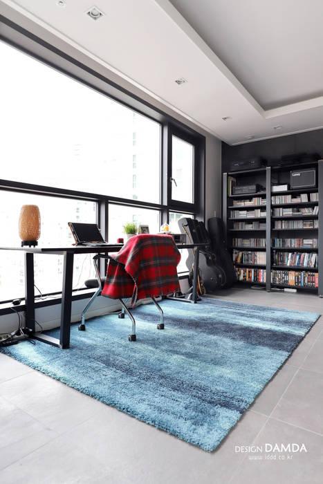거실: 디자인담다의  거실