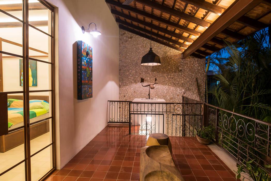 Balcones y terrazas coloniales de Taller Estilo Arquitectura Colonial