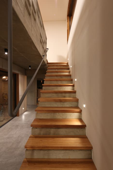 Stairs by 인문학적인집짓기, Modern Concrete