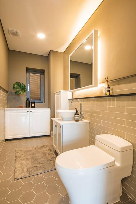 Baños de estilo moderno de 바이제로 Moderno