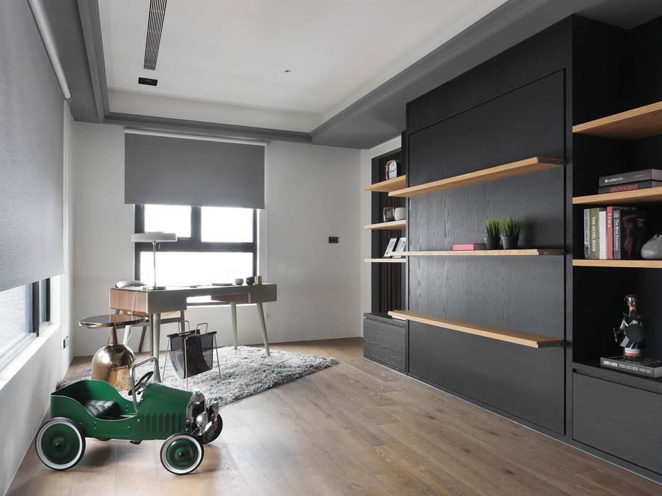 現代與古典的碰撞:  書房/辦公室 by 御見設計企業有限公司