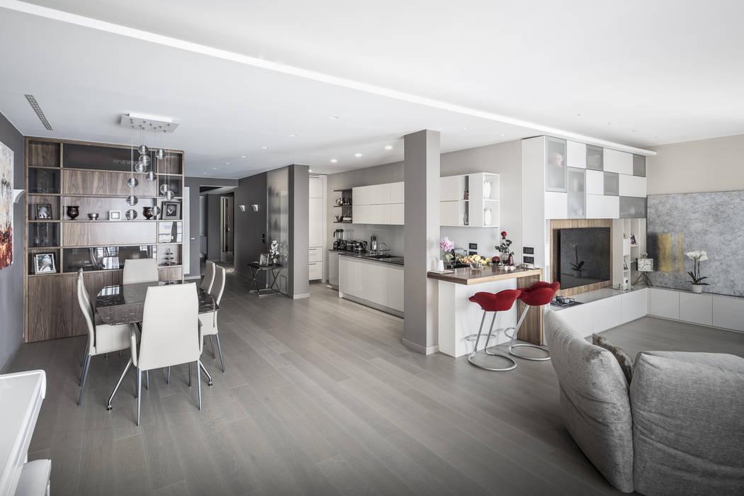 Living, con vista cucina e pranzo soggiorno moderno di ...