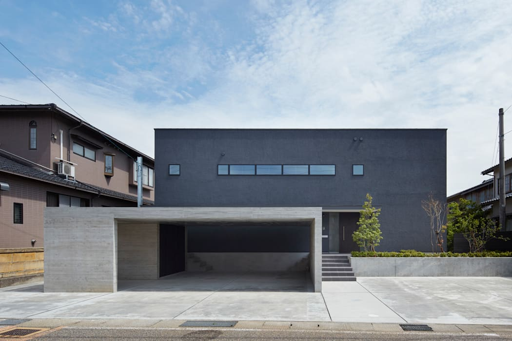 NN 大きくはね出したバルコニーのある家: 山縣洋建築設計事務所が手掛けた家です。