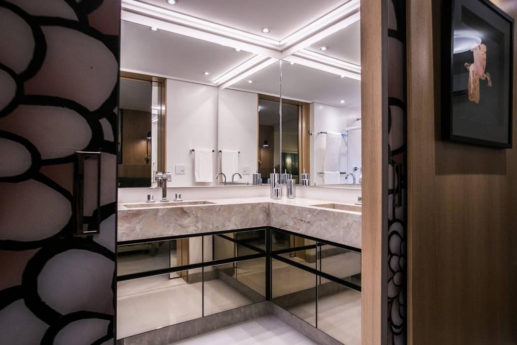 Banheiro da Suite: Banheiros  por Moblieren - RAUL AZEVEDO E ALVARO FRANÇA