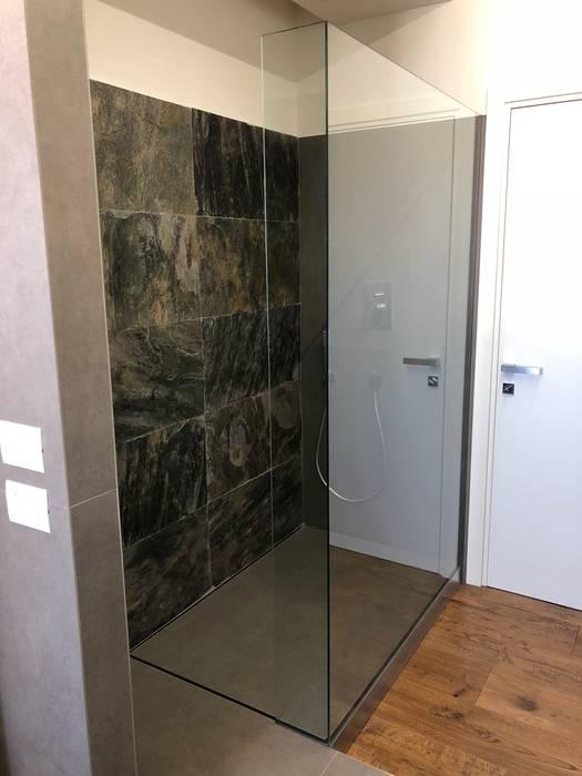 DOCCIA WALK IN : Bagno in stile in stile Moderno di SILVERPLAT