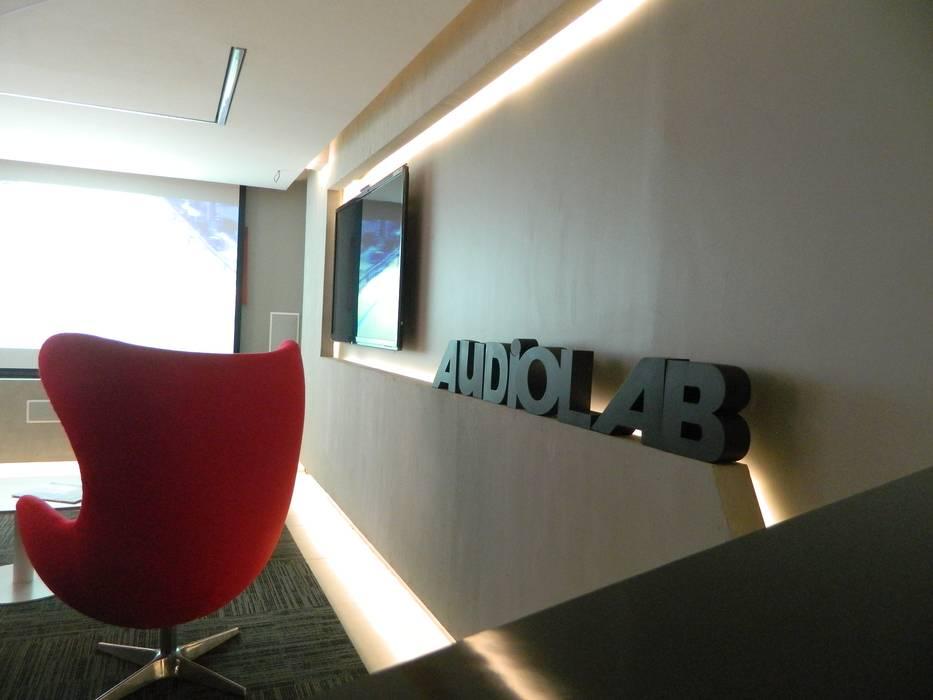 Sala de Cine : Oficinas y Comercios de estilo  por Kaa Interior | Arquitectura de Interior | Santiago