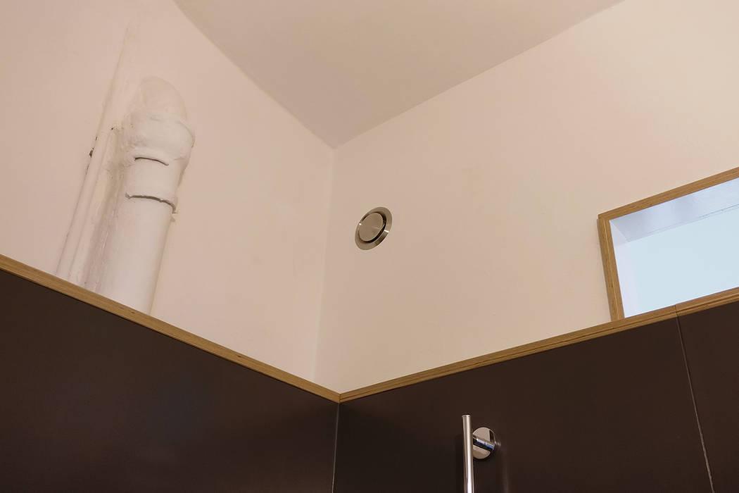 現代浴室設計點子、靈感&圖片 根據 studioMERZ 現代風