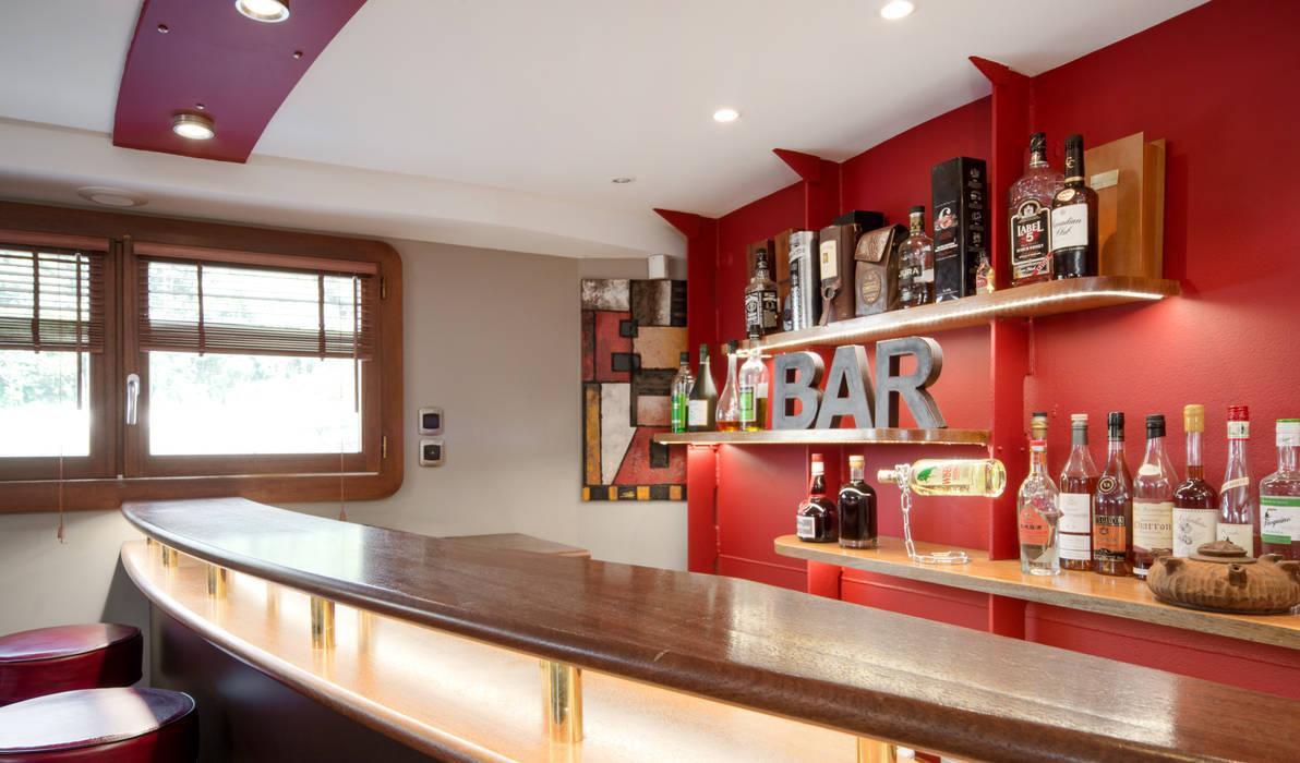 Bar : Cuisine de style de style Moderne par réHome