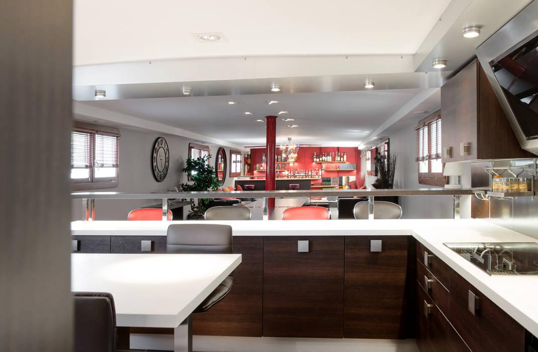 Salle à manger: Cuisine de style de style Moderne par réHome