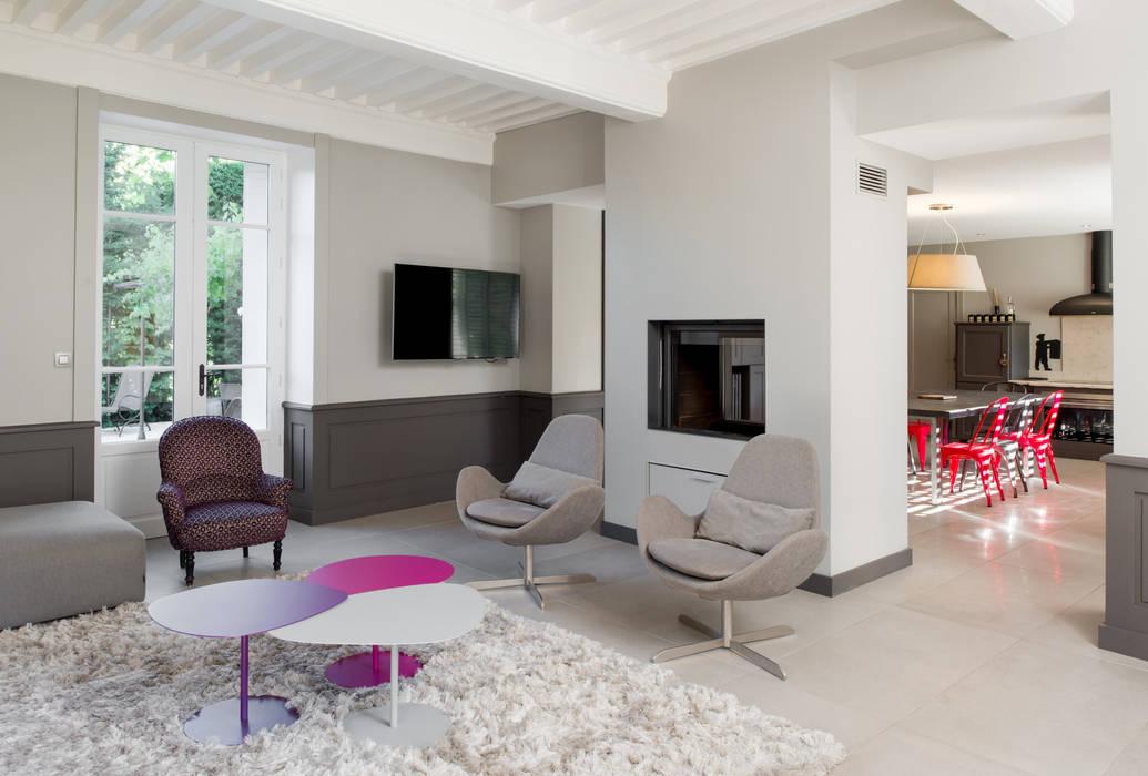 Salon cocooning: Salon de style de style Moderne par réHome