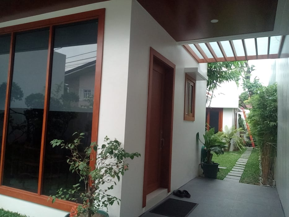 Modern Minimalist Design:  Garden by E V Design + Architects, Minimalist
