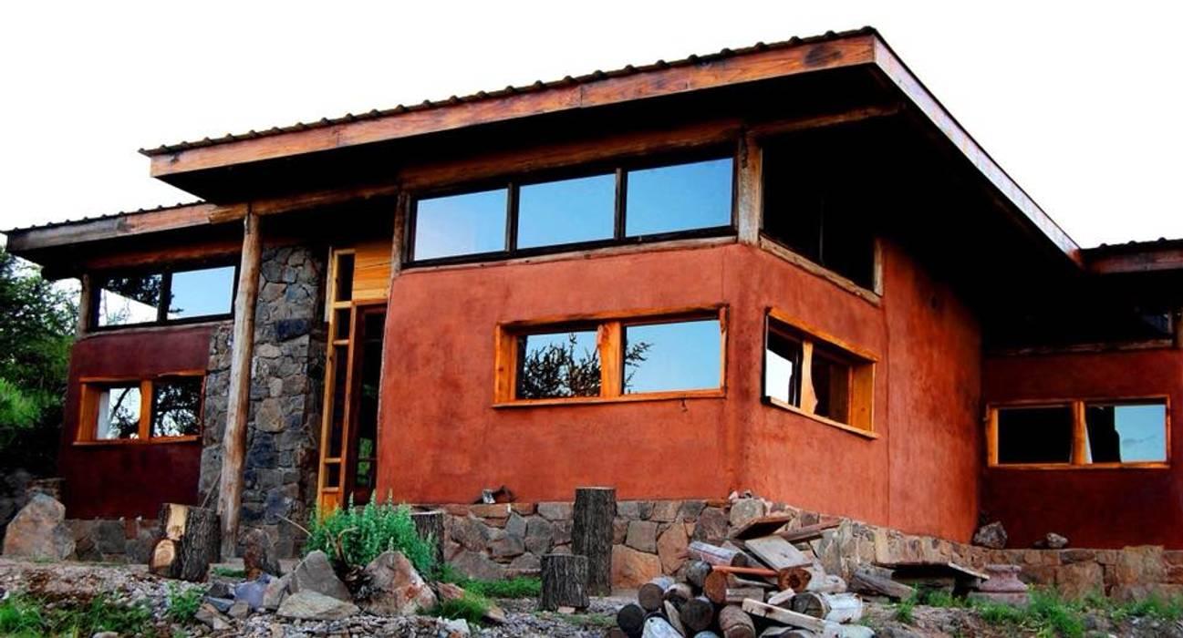 CASA DE LA COLINA: Casas de estilo rural por bioma arquitectos asociados