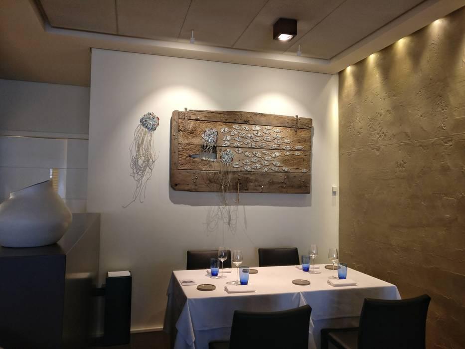"""""""Controcorrente"""" quadro a mosaico, misure:160x90cm.   - non più disponibile-: Sala da pranzo in stile  di Rossella Casadio"""