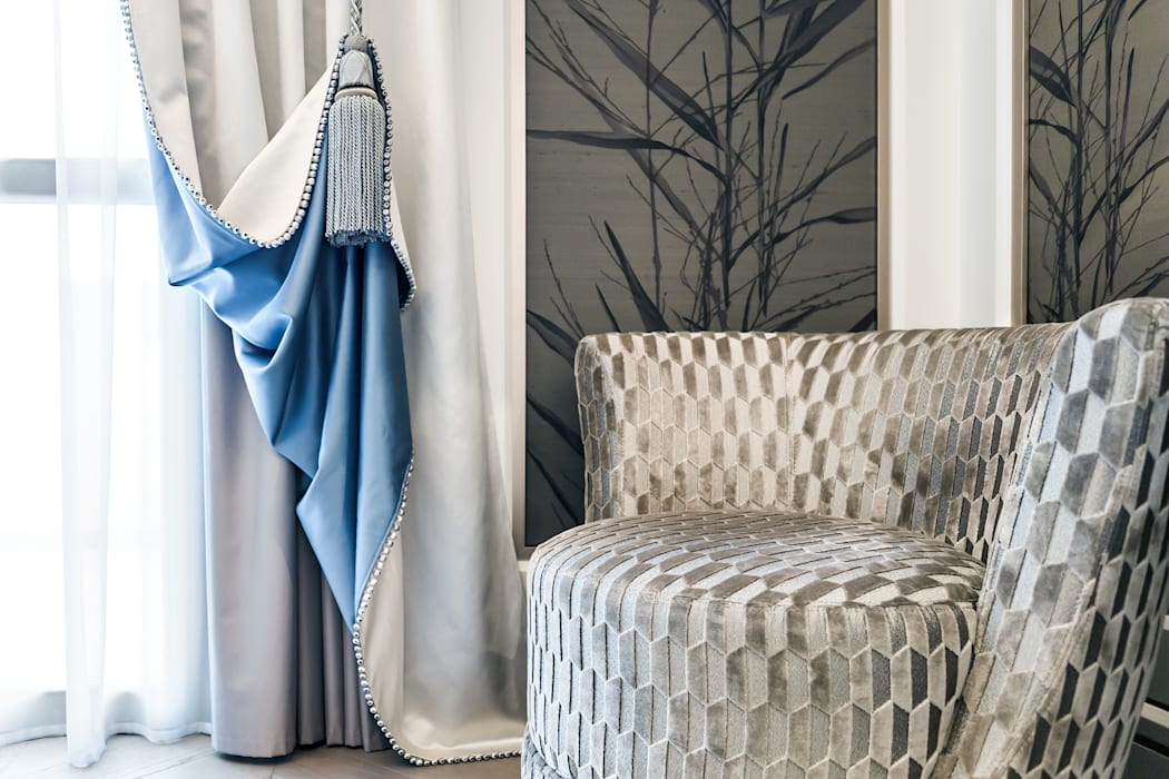 Delicate tones of natural fabric in the interior of a villa in Monaco.: Camera da letto in stile in stile Classico di NG-STUDIO Interior Design